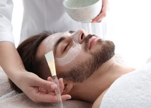Złuszczanie peelingami medycznymi dla mężczyzn
